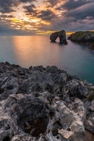 Castro de las Gaviotas rock at sunrise, Asturias, Spain 版權商用圖片