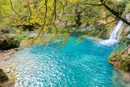 Nacimiento del río Urederra en Baquedano, Navarra, España