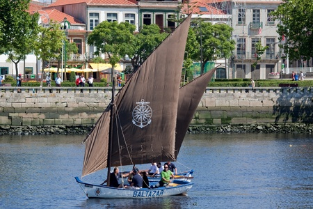conde: Sailors of sailboats Baltazar and Briosa in the IX Meeting of Traditional Boats in June 2011 in Vila do Conde (Portugal). Editorial
