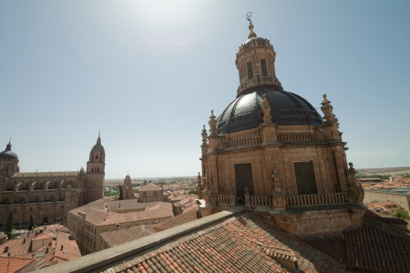 marcos: The old city of Salamanca  Church of La Clerecia is of Baroque style and his building started in 1617  The Clerecia name is because it belonged to the Real Clerecia de San Marcos after the expulsion of Jesuitas  La Clerecia currently houses the Pontificial University