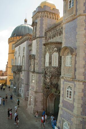 retained: El Palacio Nacional de Pena fue construido en 1854 y refleja la exuberancia del rey Fernando II El exterior del Palacio Nacional da Pena es una impresionante pieza de arte, mientras que el interior ha sido conservado como lo fue en el a�o 1910 es el m�s hermoso palacio en