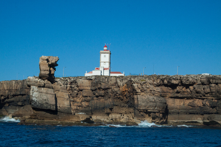 constituting: Peniche is based on a peninsula with about 10 km of perimeter, constituting its western end the Cabo Carvoeiro. The coast is made up of imposing cliffs and magnificent bathing beaches, of great length, overlooking the ocean in a constant parade of surpris