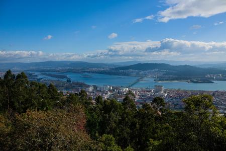 Viana do Castelo es un municipio y sede del distrito de Viana do Castelo en la Región Norte de Portugal. Se encuentra en la senda del Camino Portugués, un camino alternativo del Camino de Santiago, y en el medio del río Lima.