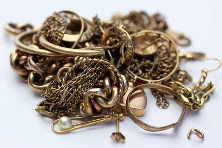 metallschrott: Mischschrott Gold, einschlie�lich Ketten, Ohrringe, Ringe, Nieten, Ketten