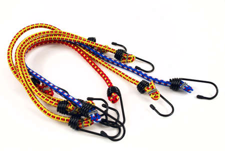 elongacion: Fotografías de archivo de cuerdas elásticas con ganchos de acero de varios colores