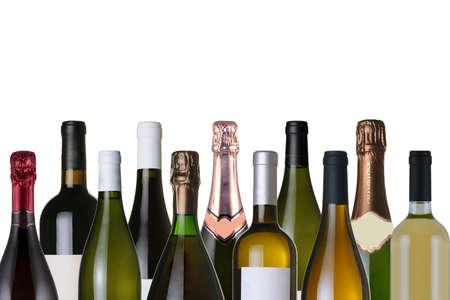 Assortiment de bouteilles de vin sur fond blanc