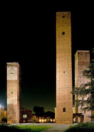 Medieval towers in Piazza Leonardo da Vinci, Pavia, Italy Archivio Fotografico