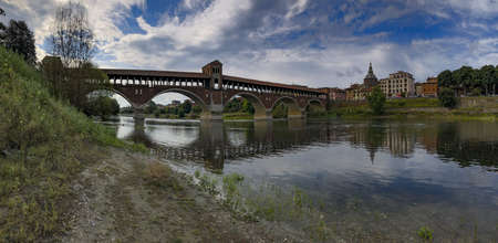 Panoramic view of Pavia city, by the Borgo, Italy 免版税图像