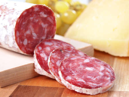salami: rodajas de salame de la Toscana