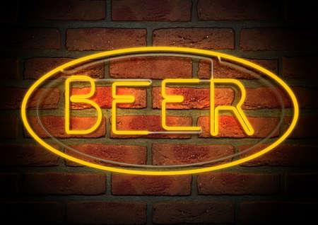 Une enseigne au néon lumineux orange avec de la bière mot à ce sujet monté sur un mur de briques