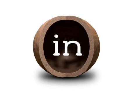 abbreviated: Un guscio svuotato macadamia dado con un segmento quarto tagliare via e la parola in all'interno