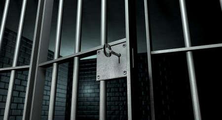 Un primer plano de la cerradura de una celda de la cárcel de ladrillo con barras de hierro y una clave en el mecanismo de bloqueo con la puerta abierta Foto de archivo