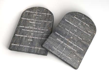 etica: Dos tablas de piedra con los diez mandamientos inscritos en ellos en un fondo aislado