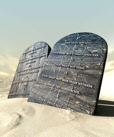 regel: Twee stenen tafelen met de tien geboden geschreven op hen staan in bruine woestijnzand infront van een blauwe hemel Stockfoto