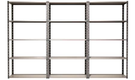 Una unidad de la estantería metálica regular de ensamblado almacén en un fondo aislado