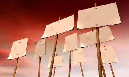 uğursuz: Uğursuz kırmızı gökyüzü arka plan üzerinde ahşap kazıklar bağlı dokuz boş, beyaz kazık pankartlar kümesi Stok Fotoğraf