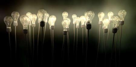 enchufe de luz: Un grupo de bombillas regulares conectados a cables que llegan al cielo creando un resplandor de niebla verdosa espeluznante sobre un fondo oscuro