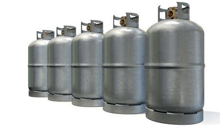 cilindro de gas: Una fila de cinco cilindros de gas limpios sin marca de metal con el bronce v�lvulas en un fondo blanco aislado Foto de archivo