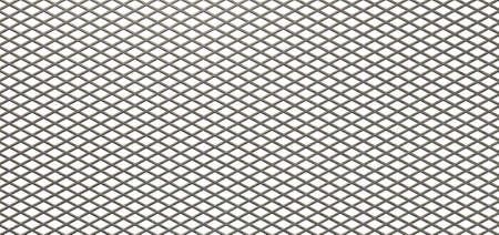 fil de fer: Une texture de métal plat galvanisé maille de diamant sur un fond blanc isolé