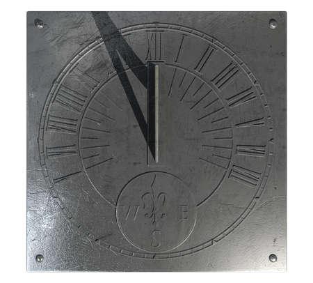 reloj de sol: Un reloj viejo reloj de sol de la vendimia hecha de metal rayado con números romanos en un estudio blanco aislado Foto de archivo
