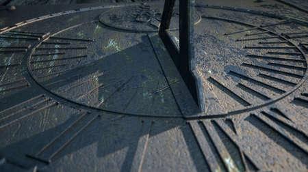 reloj de sol: Un primer extremo de una sección de un reloj viejo reloj de sol de la vendimia hecha de metal rayado con números romanos en un lugar oscuro Foto de archivo