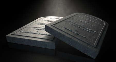 Zwei repräsentative Steintafeln mit den zehn Geboten auf sie auf einem isolierten dunklen Hintergrund ätherisch schrieben Lizenzfreie Bilder