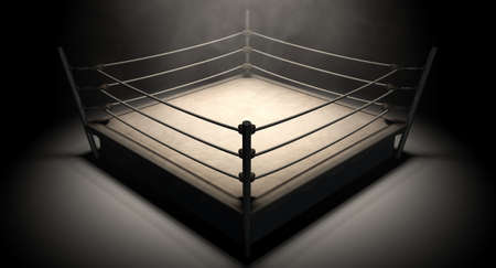 Ein alter Jahrgang Boxring mit Seilen spotlit in der Mitte, umgeben auf einem isolierten dunklen Hintergrund Lizenzfreie Bilder