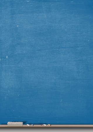 나무 선반 분필과 살포기와 사각형 파란색 칠판 스톡 콘텐츠 - 42015373