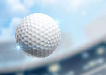 golf  ball: Una pelota de golf regulares volando por el aire sobre un fondo estadio durante el día