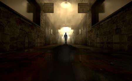 Una figura fantasmal proyecta una larga sombra en el medio de un pasaje con poca luz de un asilo mental en ruinas Foto de archivo