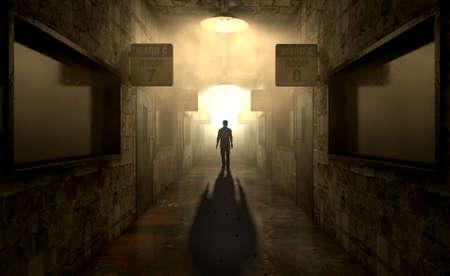 Una figura fantasmal proyecta una larga sombra en el medio de un pasaje con poca luz de un asilo mental en ruinas