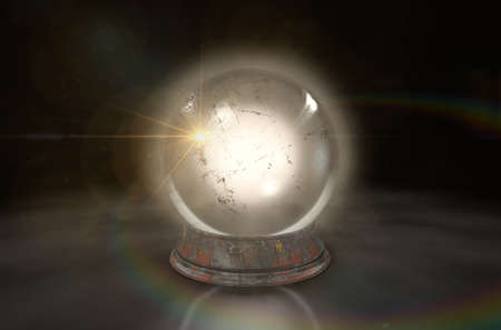 Eine regelmäßige leuchtende Kristallkugel auf einem isolierten dunklen Studio-Hintergrund