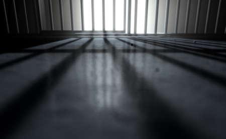 Een 3D render van een close-up van de weergave van een gevangenis cellen ijzeren bars met een gesloten deur casting schaduwen op de gevangenis vloer met kopie ruimte