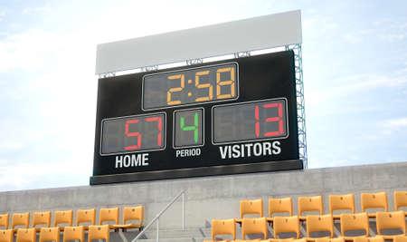 Een scorebordscherm van het stadion boven de tribunes in de dagtijd die de thuiskant toont die - 3D geeft teruggeeft Stockfoto