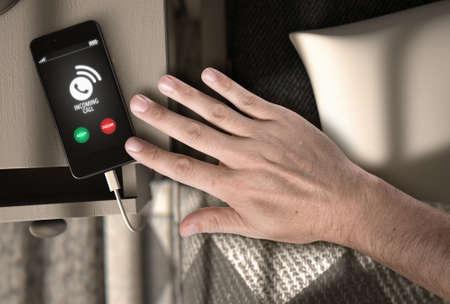 ベッド サイド テーブルと着信呼び出しとそれ - 3 D に触れる手の一般的なスマート フォンの朝のシーンのレンダリングします。 写真素材