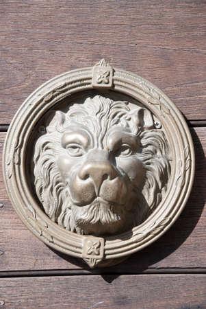 friso: friso de puerta principal del le�n en edad