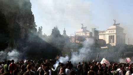 The protest march passes the Vittoriano - Rome, October 15 2011 Protest   Roma, Proteste 15 Ottobre 2011