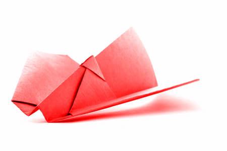 paper craft: Aviones de origami rojo, modelo de avión de papel, aislado en fondo blanco Foto de archivo
