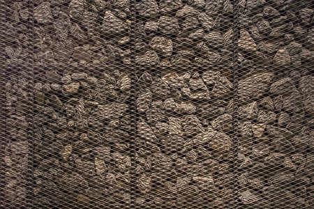 rejas de hierro: marr�n piedras, barras de hierro ponen en el fondo.