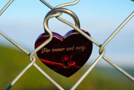 Forever and ever love lock 版權商用圖片