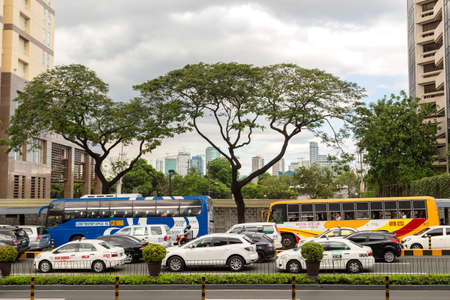 Commuters in the traffic jam in Manila Imagens
