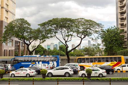 Forenzen in de file in Manilla Stockfoto