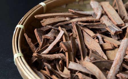 Cinnamon sticks in the basket, close up, macro Imagens