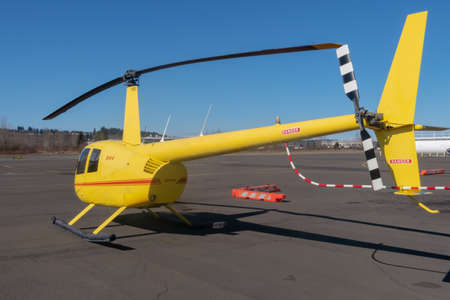 Kent, Washington - 2019-03-03 - Yellow R44 before take off