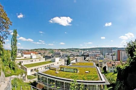 cooperativa: Ver m�s de Stuttgart, Alemania, con la universidad de la educaci�n cooperativa en el primer plano Foto de archivo