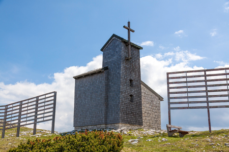 five fingers: Church at the Dachstein on the path to the Five Fingers viewing platform Stock Photo