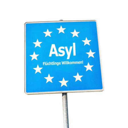 willkommen: Asyl, border sign europe - labeld with Refugees Welcome in german Fl�chtlinge Willkommen, isolated on white background