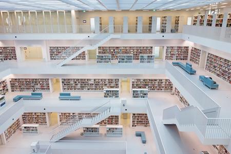 Stuttgart, Duitsland - 17 maart 2014: The Stuttgart Stadsbibliotheek ontworpen door Eun, Young, Yi. Het biedt meer dan 500.000 boeken.