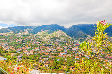 horizont: Funchal, Madeira - June 7, 2013: View over Funchal, the capital city of Madeira from Pico dos Barcelo.