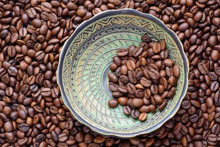coffe beans: ceramic plate coffe beans